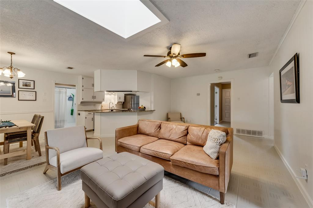 2133 Mountainview  Drive, Hurst, Texas 76054 - acquisto real estate best celina realtor logan lawrence best dressed realtor