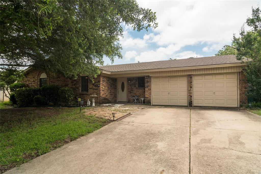 320 Glendale  Street, Crowley, Texas 76036 - Acquisto Real Estate best plano realtor mike Shepherd home owners association expert