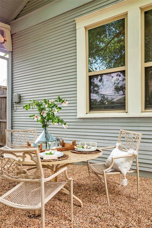 810 Elsbeth  Street, Dallas, Texas 75208 - acquisto real estate best realtor westlake susan cancemi kind realtor of the year