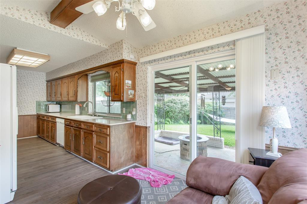 4321 Cinnabar  Drive, Dallas, Texas 75227 - acquisto real estate best photos for luxury listings amy gasperini quick sale real estate