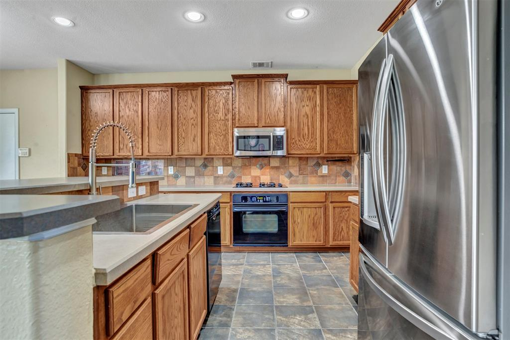 1601 Bryce Canyon  Lane, Allen, Texas 75002 - acquisto real estate best realtor foreclosure real estate mike shepeherd walnut grove realtor
