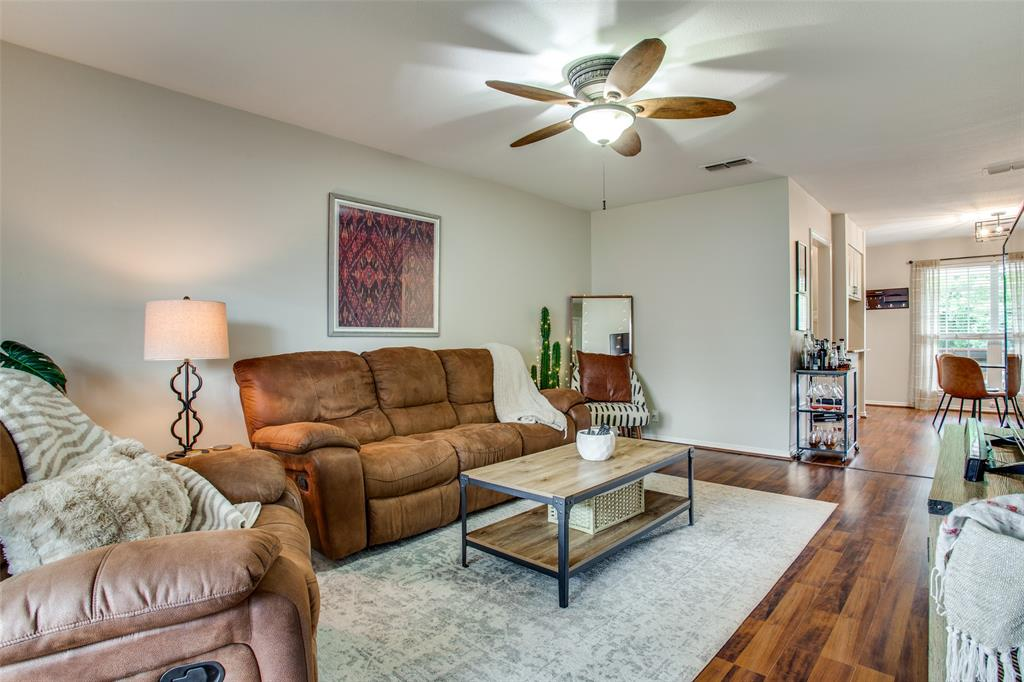 968 Roaring Springs  Road, Fort Worth, Texas 76114 - Acquisto Real Estate best plano realtor mike Shepherd home owners association expert