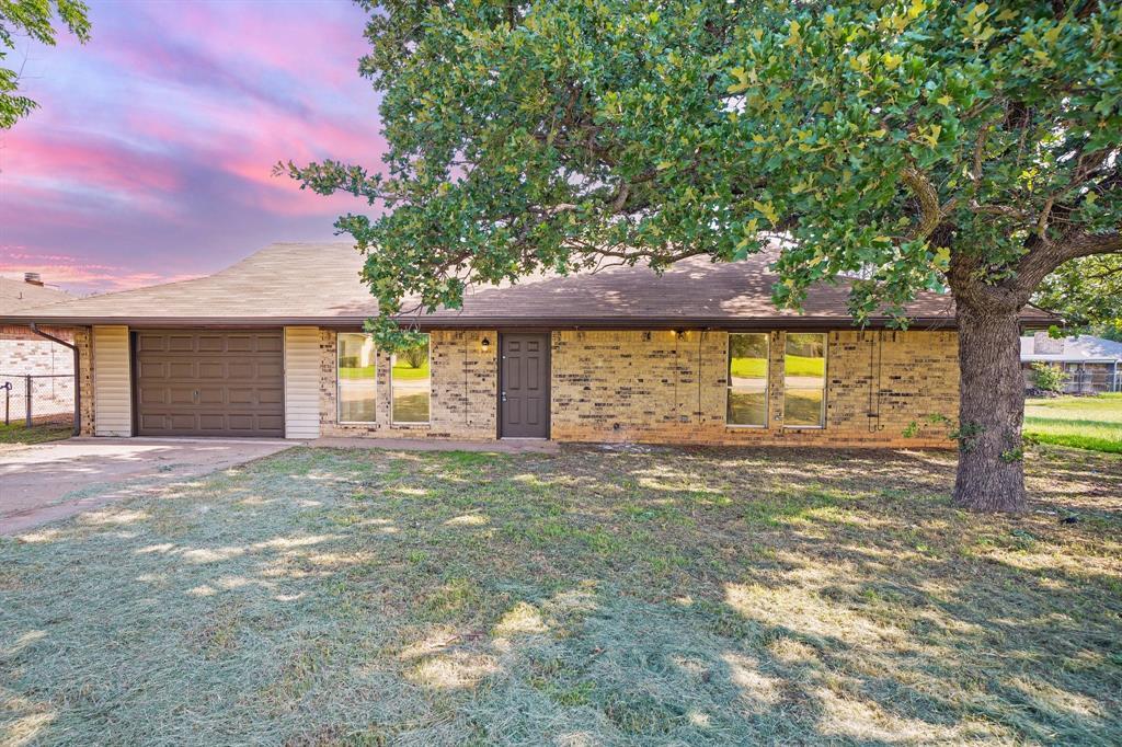 1512 Thomas  Lane, Graham, Texas 76450 - Acquisto Real Estate best plano realtor mike Shepherd home owners association expert