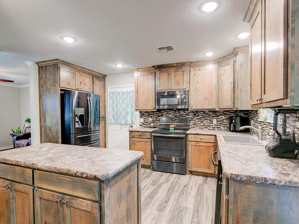 401 Wilson  Avenue, Whitney, Texas 76692 - acquisto real estate best real estate company to work for