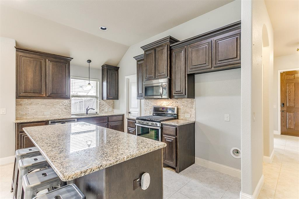 1000 Tarragon  Drive, Burleson, Texas 76028 - acquisto real estate best real estate company to work for