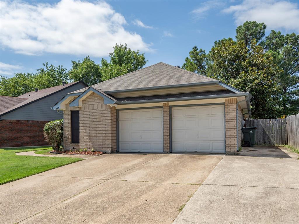 210 Mahogany  Drive, Arlington, Texas 76018 - acquisto real estate mvp award real estate logan lawrence