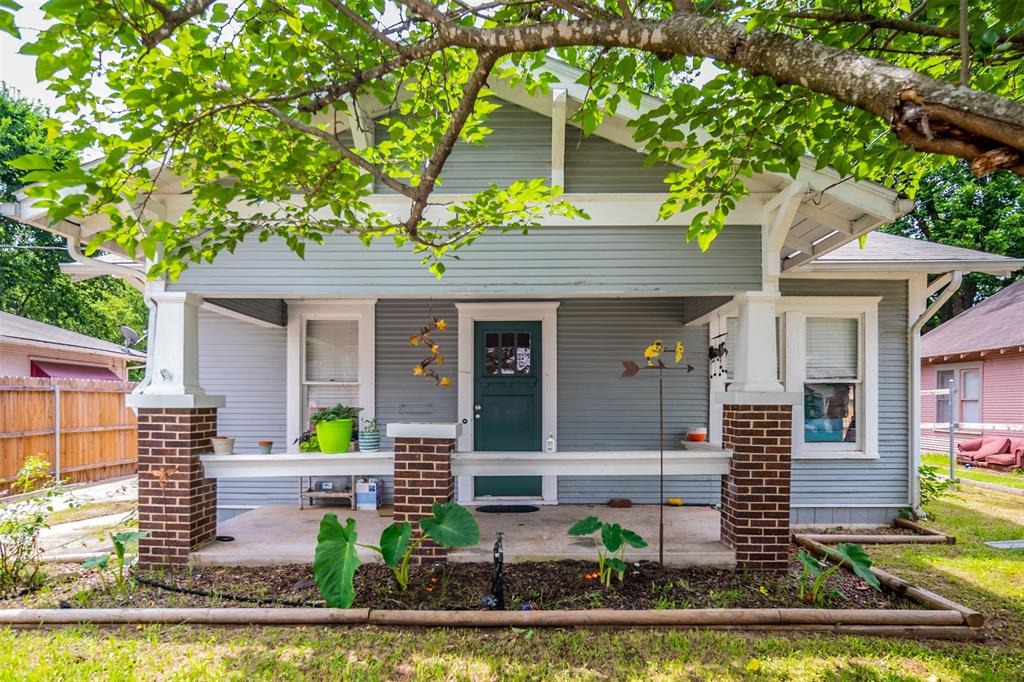 114 Scurlock  Avenue, Cleburne, Texas 76031 - Acquisto Real Estate best plano realtor mike Shepherd home owners association expert