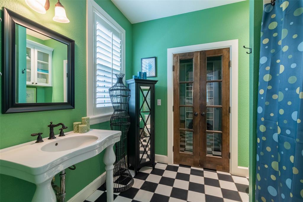 2340 Washington  Street, Sherman, Texas 75092 - acquisto real estate best plano real estate agent mike shepherd
