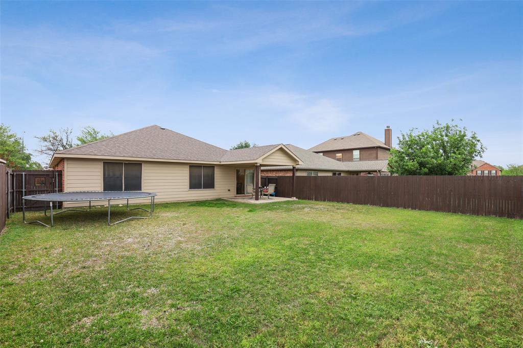 1432 Castlegar  Lane, Fort Worth, Texas 76247 - acquisto real estate best plano real estate agent mike shepherd