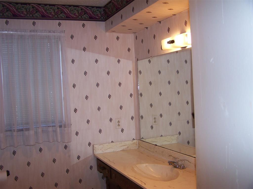 8258 Westrock  Drive, Dallas, Texas 75243 - acquisto real estate best realtor dallas texas linda miller agent for cultural buyers