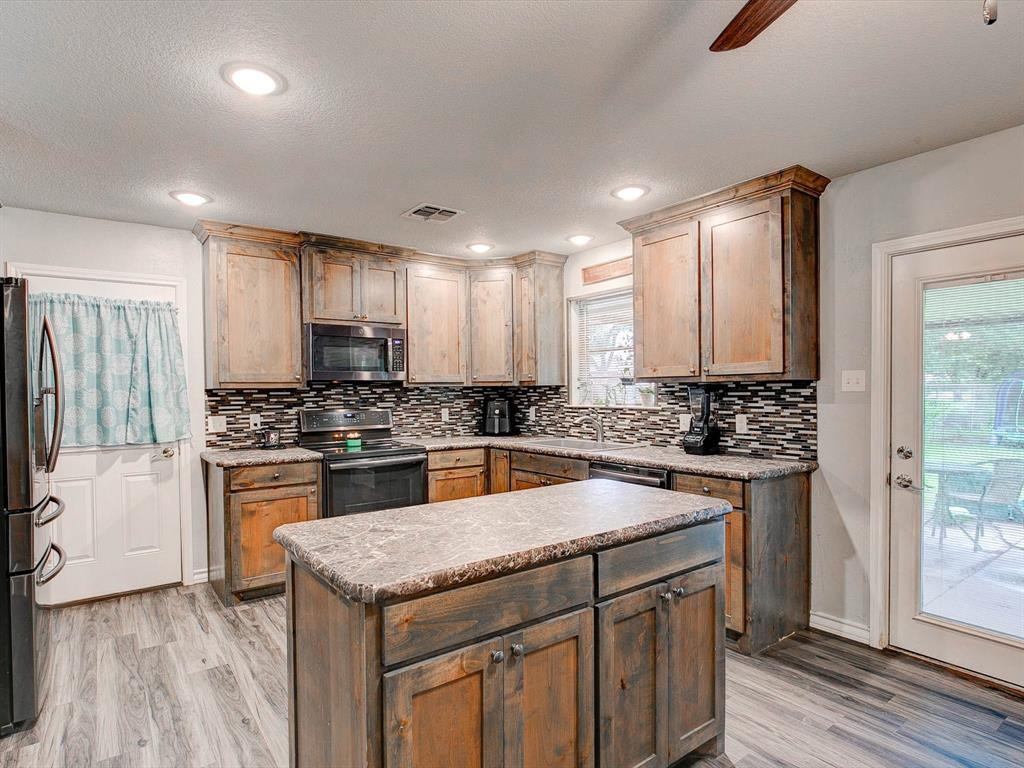 401 Wilson  Avenue, Whitney, Texas 76692 - acquisto real estate best real estate company in frisco texas real estate showings