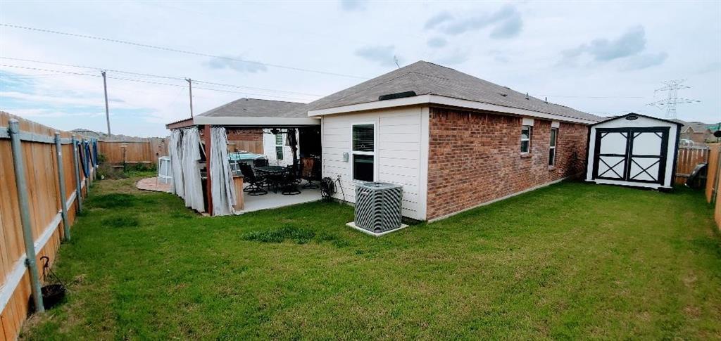 112 Liberty  Lane, Venus, Texas 76084 - acquisto real estate best photos for luxury listings amy gasperini quick sale real estate