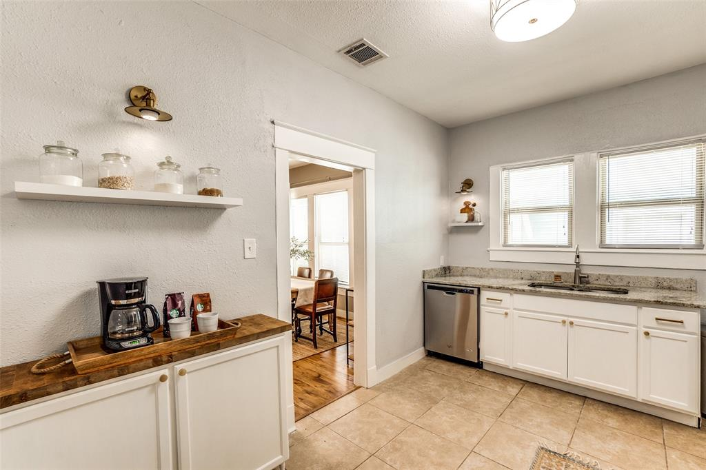 810 Elsbeth  Street, Dallas, Texas 75208 - acquisto real estate best real estate company to work for