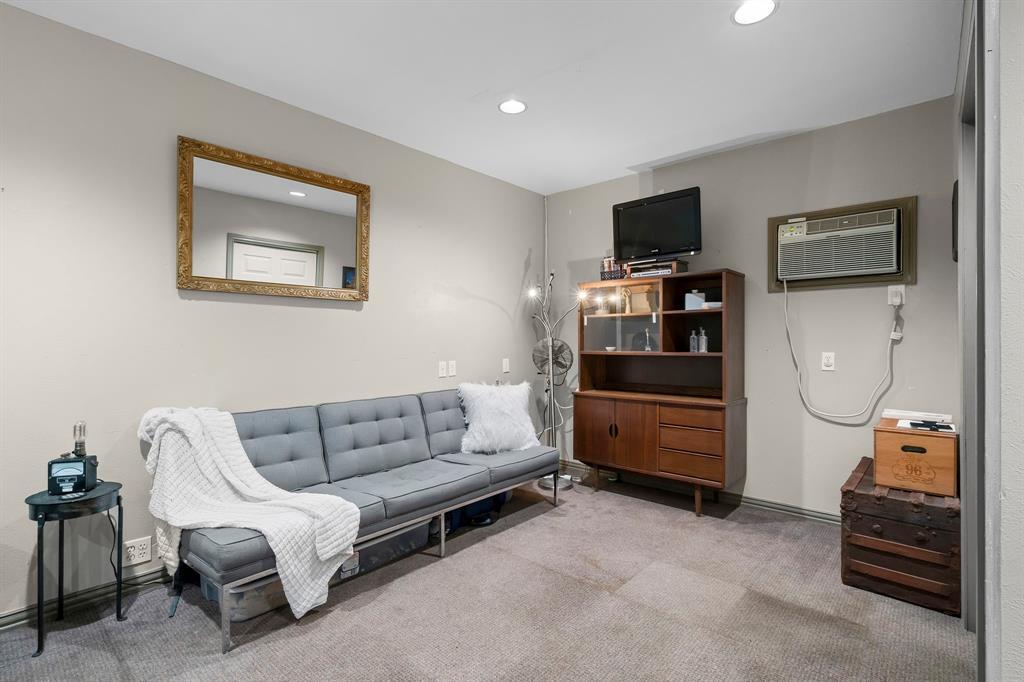 5511 Victor  Street, Dallas, Texas 75214 - acquisto real estate best photo company frisco 3d listings