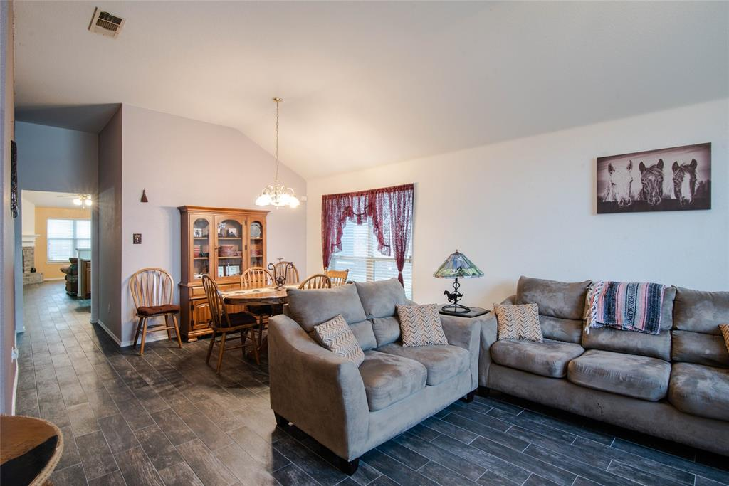 1019 Maria  Drive, Grand Prairie, Texas 75052 - acquisto real estate best real estate company to work for