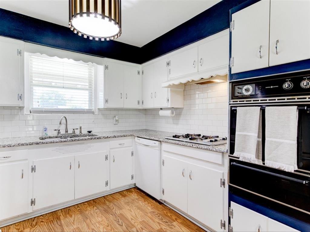 5621 Wedgworth  Road, Fort Worth, Texas 76133 - acquisto real estate best photos for luxury listings amy gasperini quick sale real estate