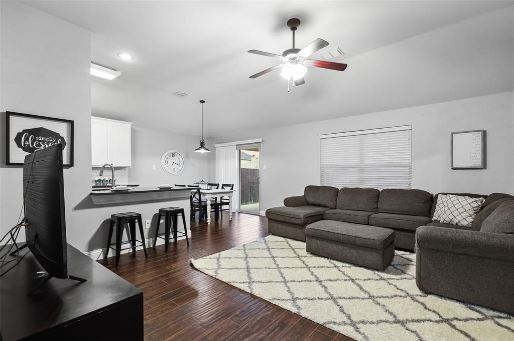 1432 Castlegar  Lane, Fort Worth, Texas 76247 - acquisto real estate best highland park realtor amy gasperini fast real estate service
