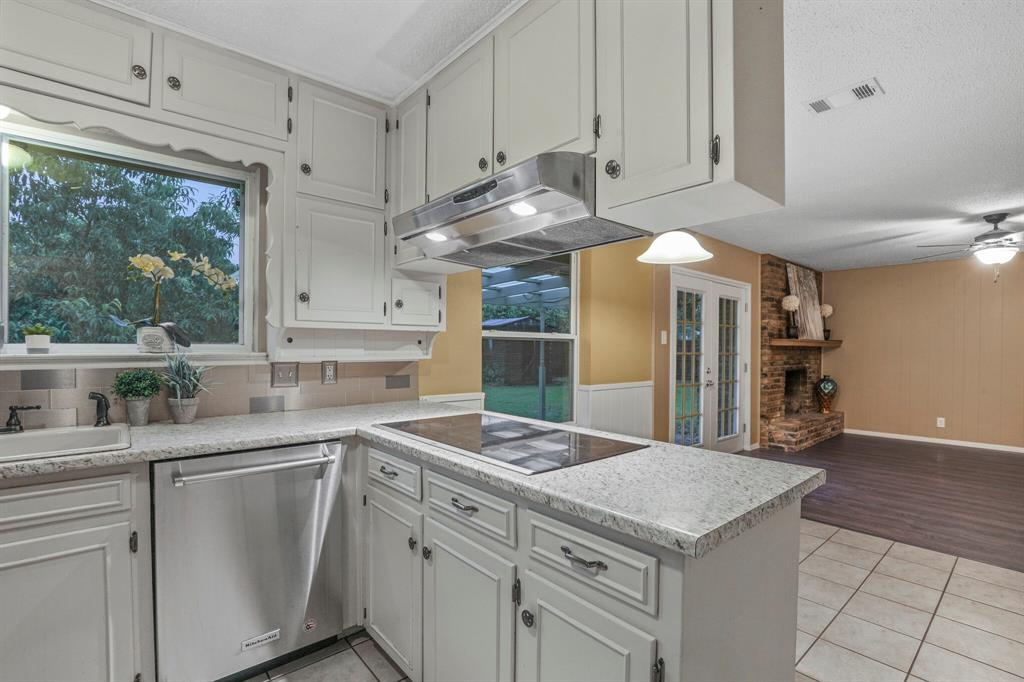 800 Prestwick  Street, Bedford, Texas 76022 - acquisto real estate best the colony realtor linda miller the bridges real estate