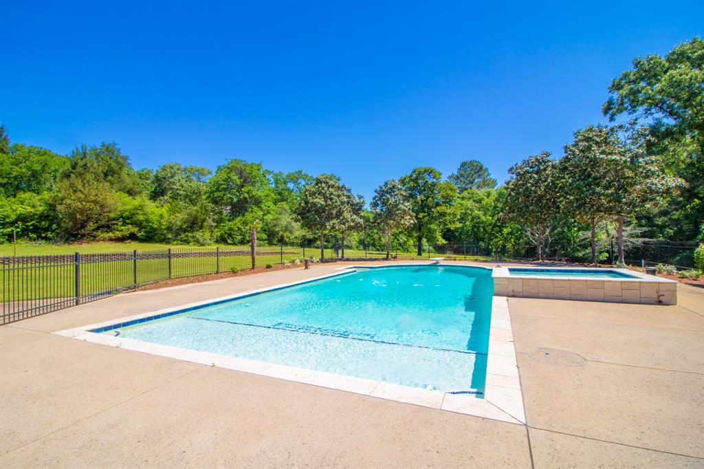 902 South  Street, Lindale, Texas 75771 - acquisto real estate best real estate company to work for