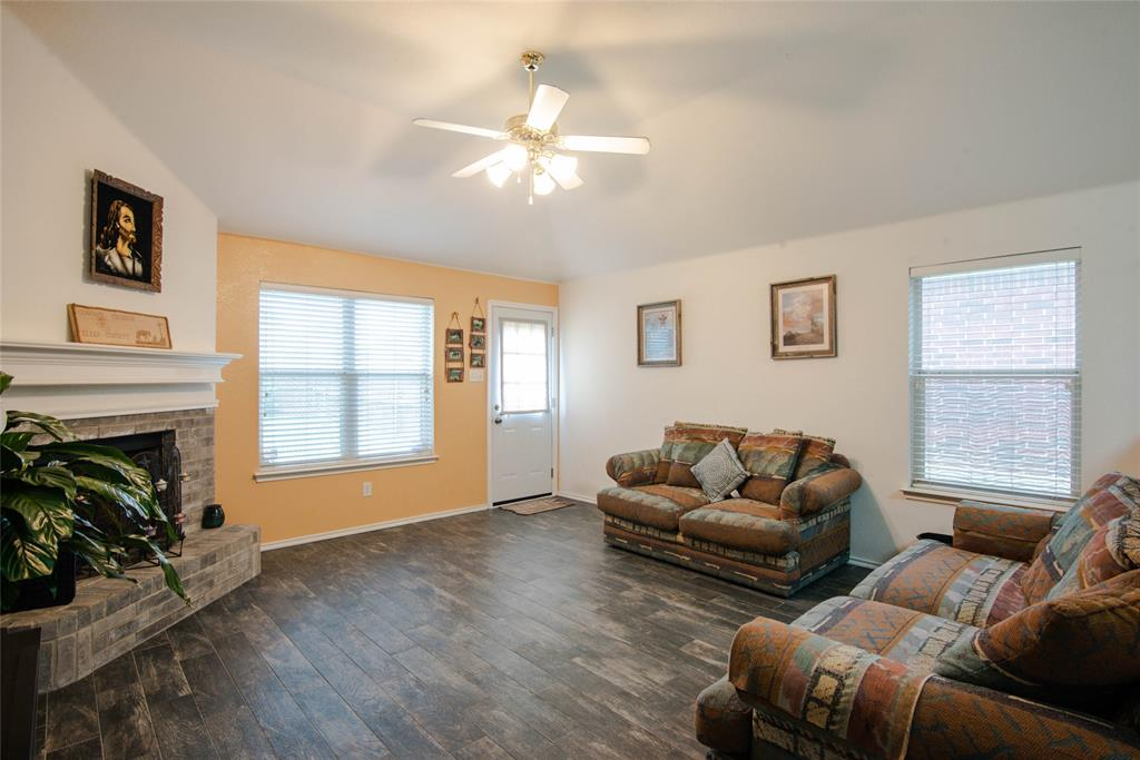 1019 Maria  Drive, Grand Prairie, Texas 75052 - acquisto real estate best designer and realtor hannah ewing kind realtor