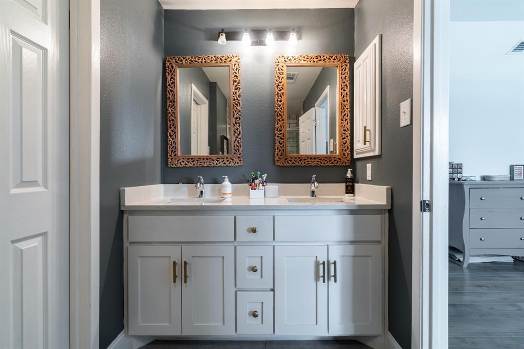 3720 Grasmere  Drive, Carrollton, Texas 75007 - acquisto real estate best realtor foreclosure real estate mike shepeherd walnut grove realtor