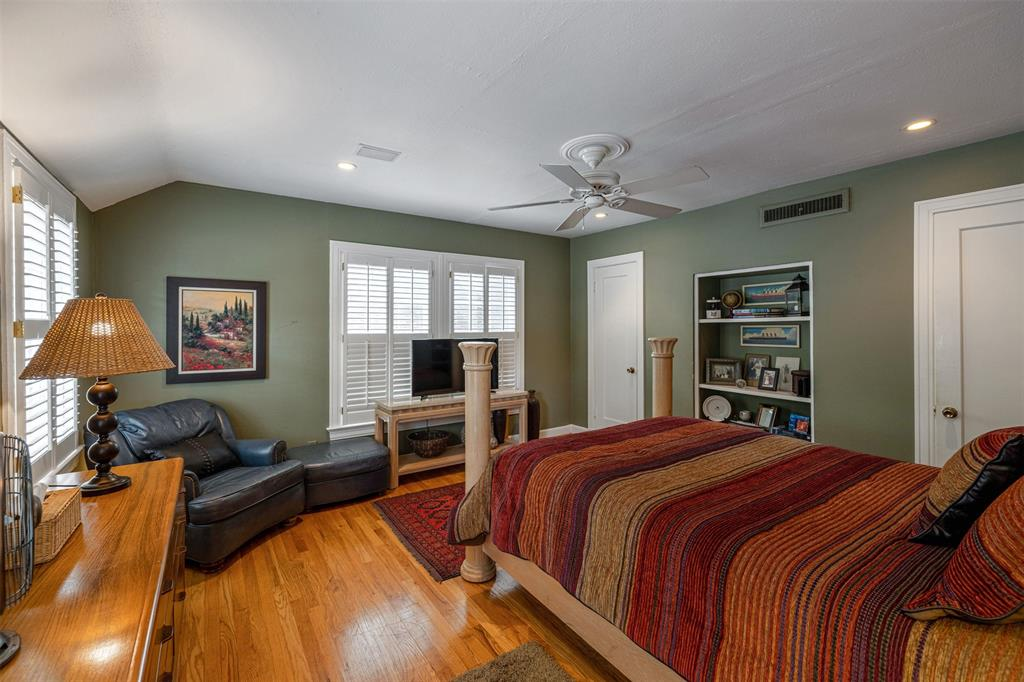 1154 Edgefield  Avenue, Dallas, Texas 75208 - acquisto real estate best new home sales realtor linda miller executor real estate