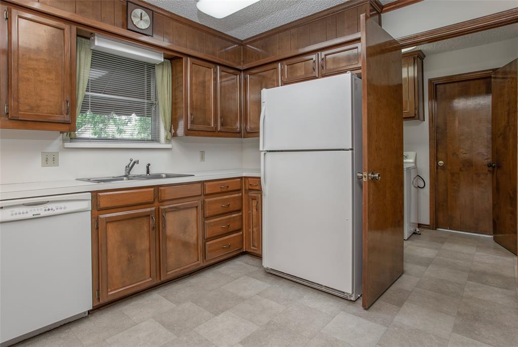 1513 Northcrest  Court, Fort Worth, Texas 76107 - acquisto real estate best negotiating realtor linda miller declutter realtor