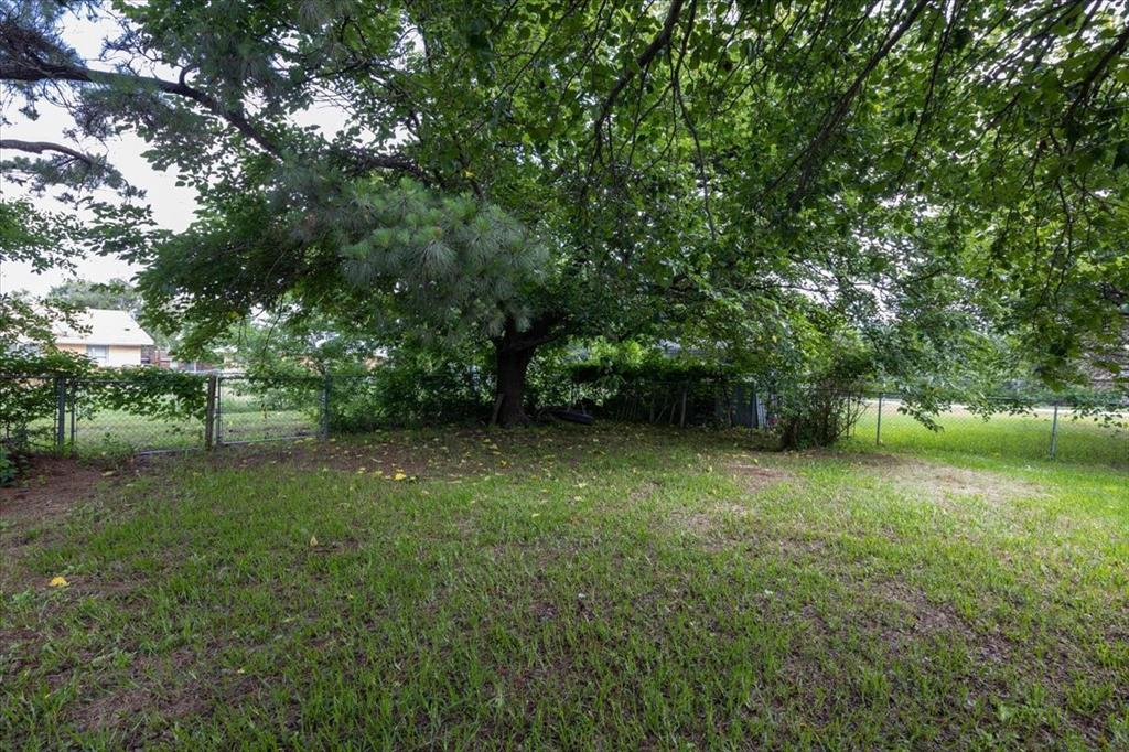 1410 Nugent  Street, Bowie, Texas 76230 - acquisto real estate best investor home specialist mike shepherd relocation expert