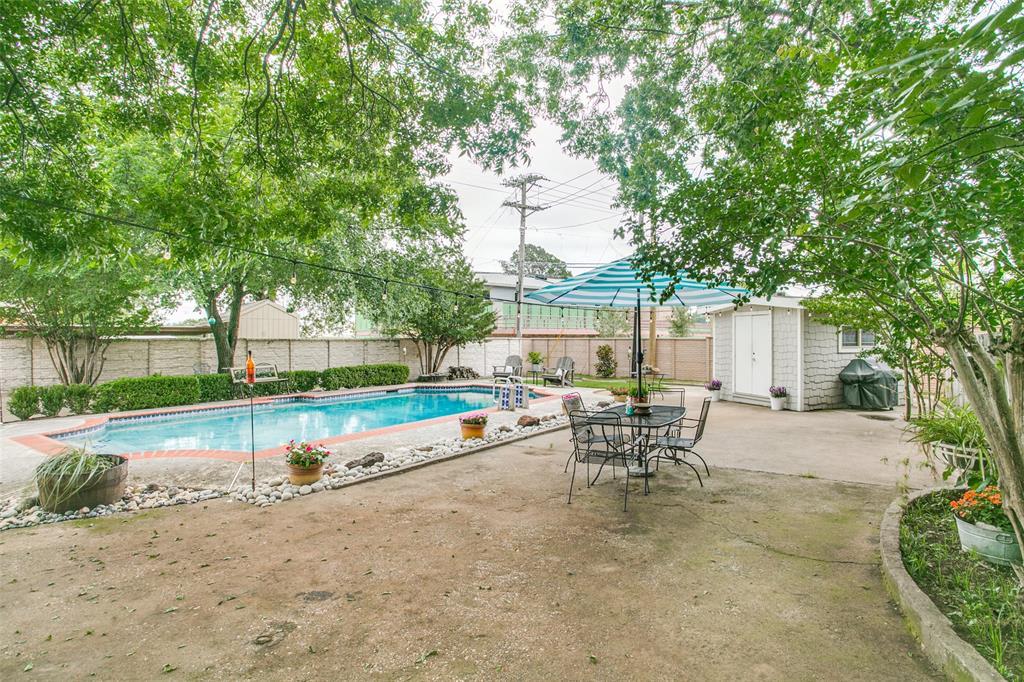 809 Wheelwood  Drive, Hurst, Texas 76053 - acquisto real estate best realtor dfw jody daley liberty high school realtor