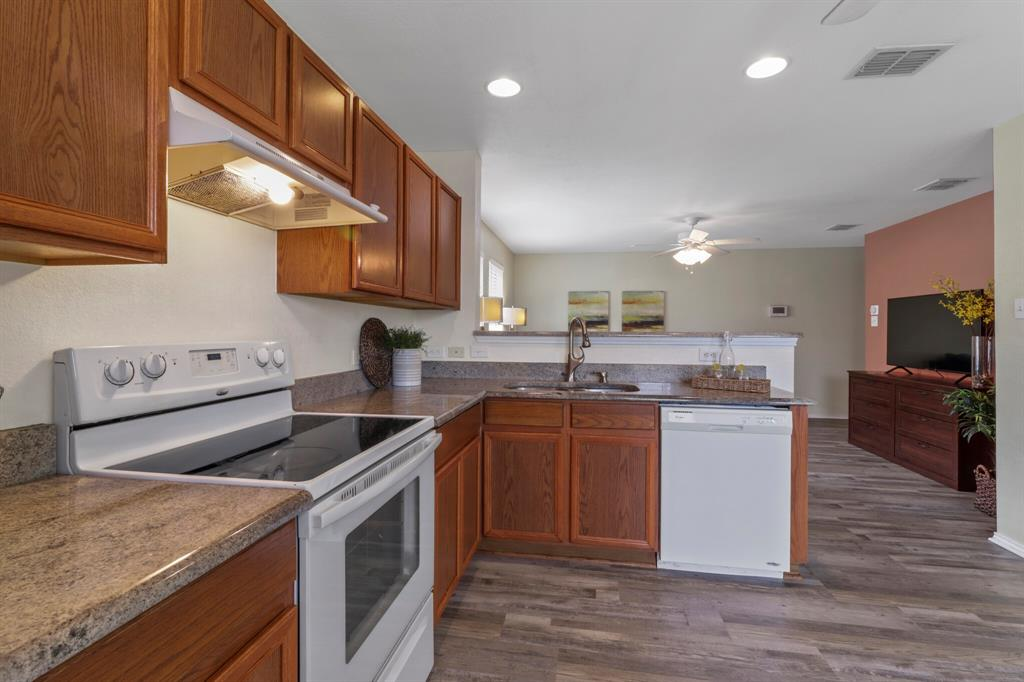 813 Rio Bravo  Drive, Fort Worth, Texas 76052 - acquisto real estate best real estate company to work for