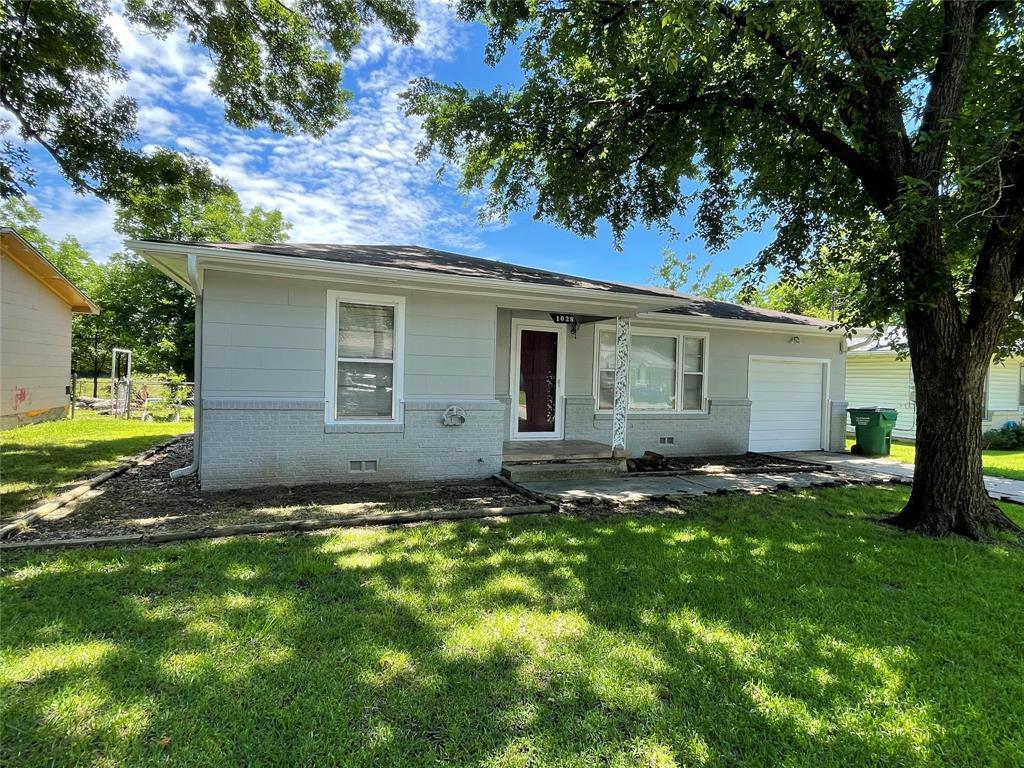 1028 Tyler  Street, Gainesville, Texas 76240 - acquisto real estate best allen realtor kim miller hunters creek expert