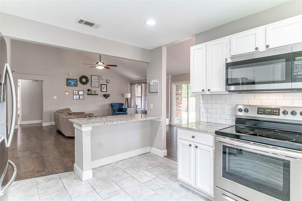 4205 Whitman  Lane, Grand Prairie, Texas 75052 - acquisto real estate best photos for luxury listings amy gasperini quick sale real estate