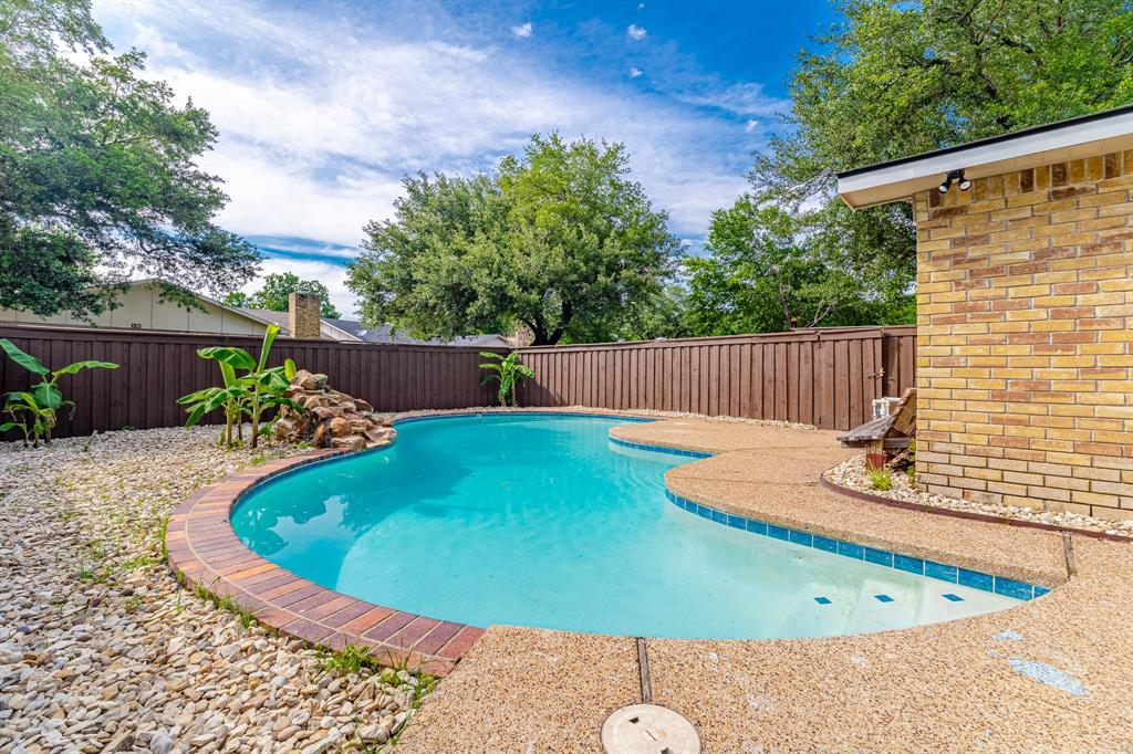 6221 Glenmoor  Drive, Garland, Texas 75043 - acquisto real estate best relocation company in america katy mcgillen