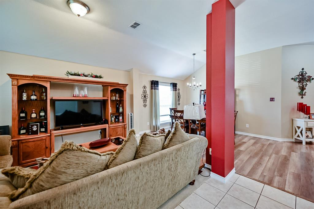 7002 Snowy Owl  Street, Arlington, Texas 76002 - acquisto real estate best real estate company to work for