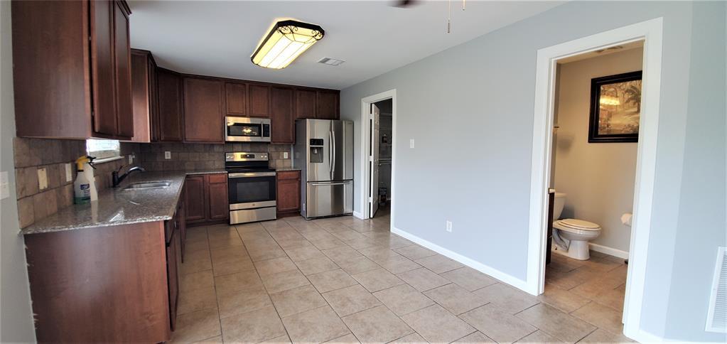 2324 Lookout  Lane, Denton, Texas 76207 - acquisto real estate best luxury buyers agent in texas shana acquisto inheritance realtor