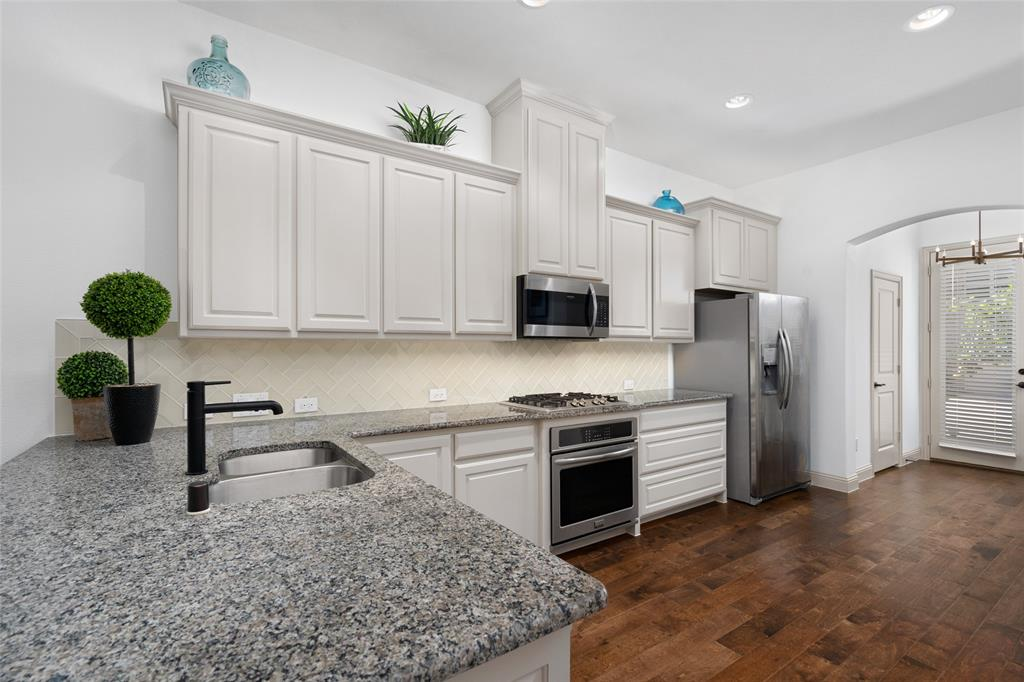 7208 Chief Spotted Tail  Drive, McKinney, Texas 75070 - acquisto real estate best highland park realtor amy gasperini fast real estate service