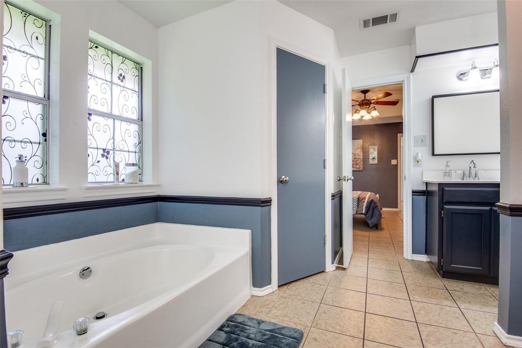 1204 Oak  Valley, Denton, Texas 76209 - acquisto real estate best realtor dallas texas linda miller agent for cultural buyers