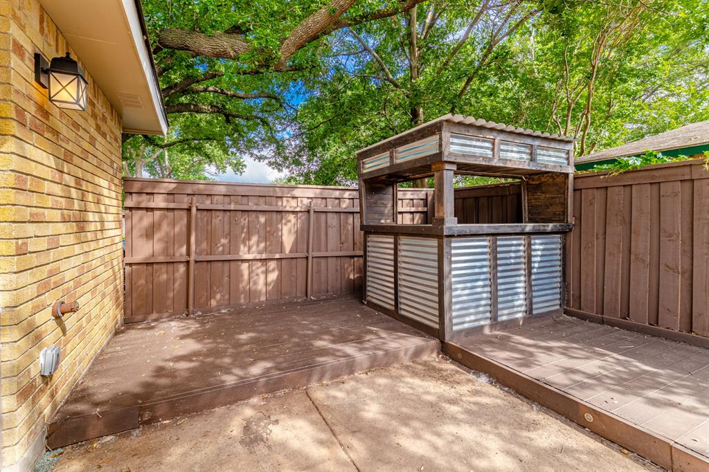 6221 Glenmoor  Drive, Garland, Texas 75043 - acquisto real estate best negotiating realtor linda miller declutter realtor