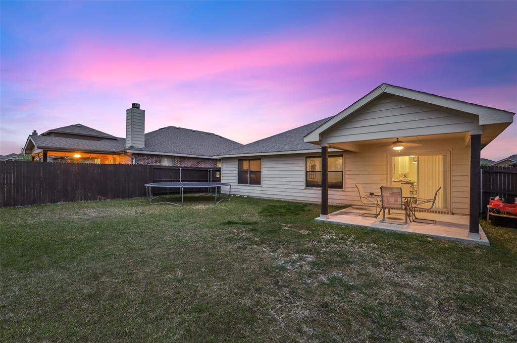 1432 Castlegar  Lane, Fort Worth, Texas 76247 - acquisto real estate best negotiating realtor linda miller declutter realtor