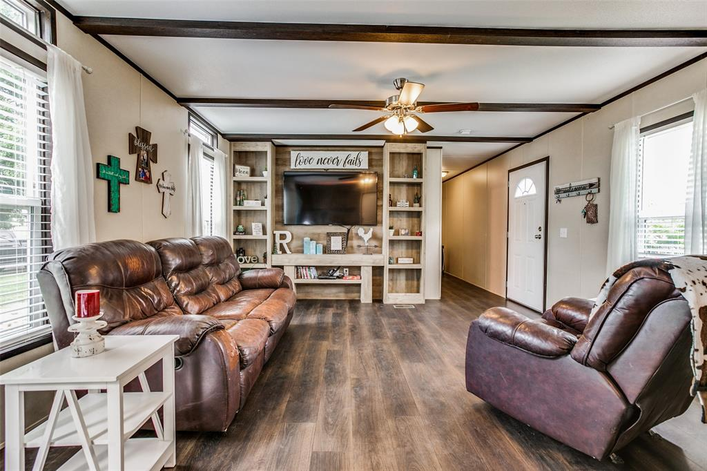 104 Sinclair  Avenue, Kerens, Texas 75144 - Acquisto Real Estate best plano realtor mike Shepherd home owners association expert