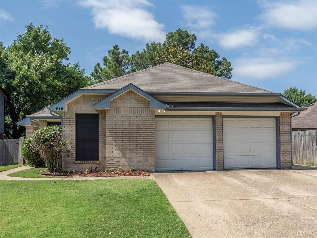 210 Mahogany  Drive, Arlington, Texas 76018 - Acquisto Real Estate best plano realtor mike Shepherd home owners association expert