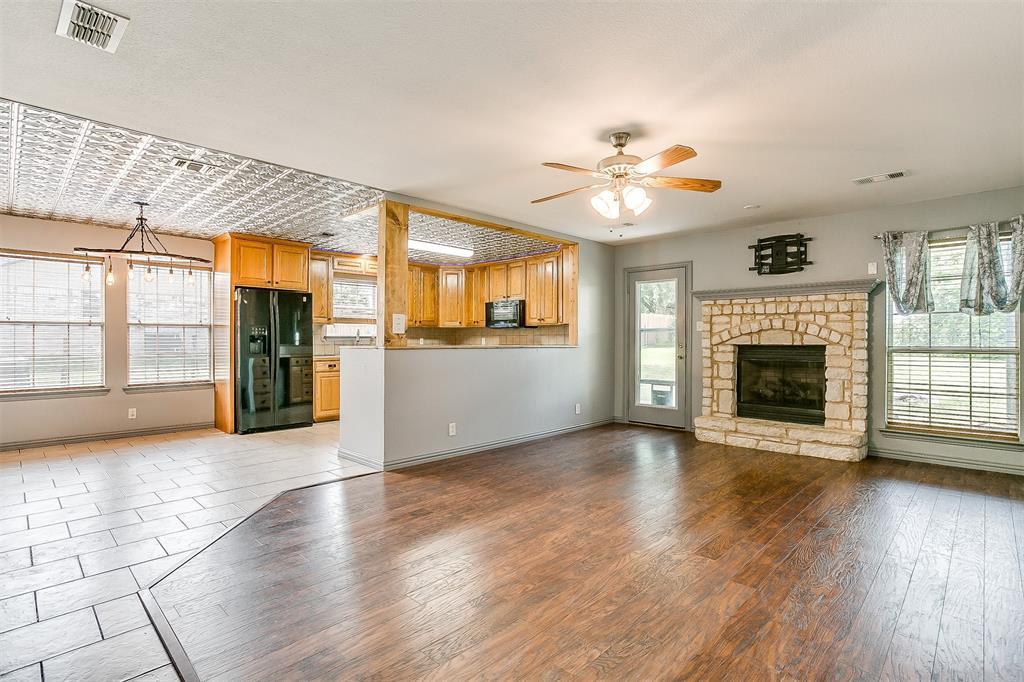 1107 6th  Street, Springtown, Texas 76082 - acquisto real estate best allen realtor kim miller hunters creek expert