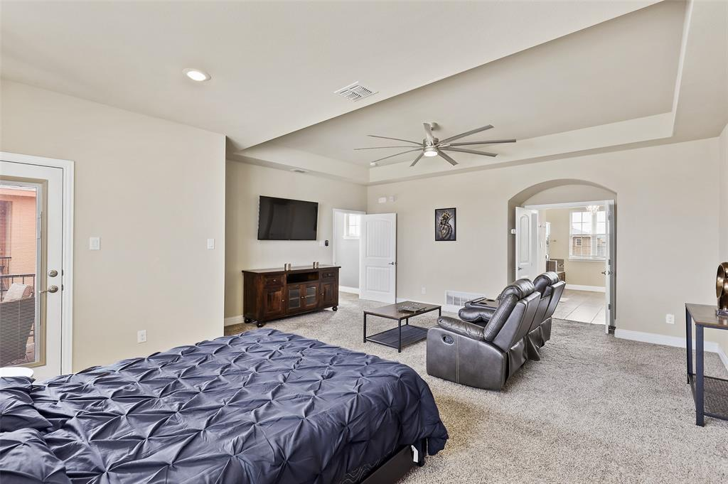 2670 Venice  Drive, Grand Prairie, Texas 75054 - acquisto real estate best photos for luxury listings amy gasperini quick sale real estate