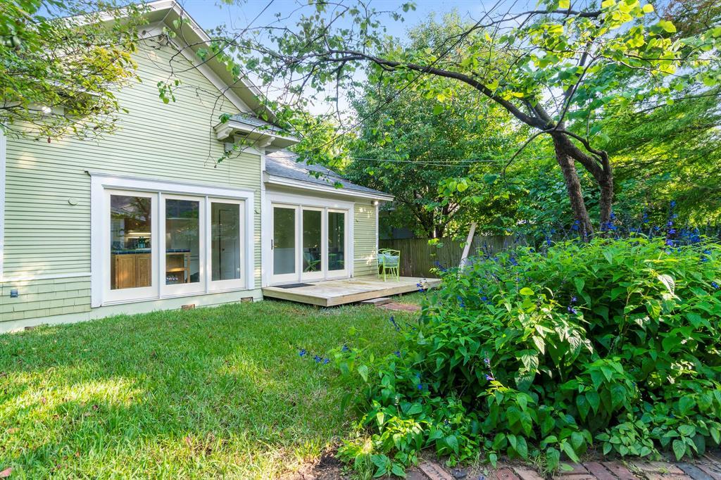 5511 Victor  Street, Dallas, Texas 75214 - acquisto real estate best frisco real estate agent amy gasperini panther creek realtor