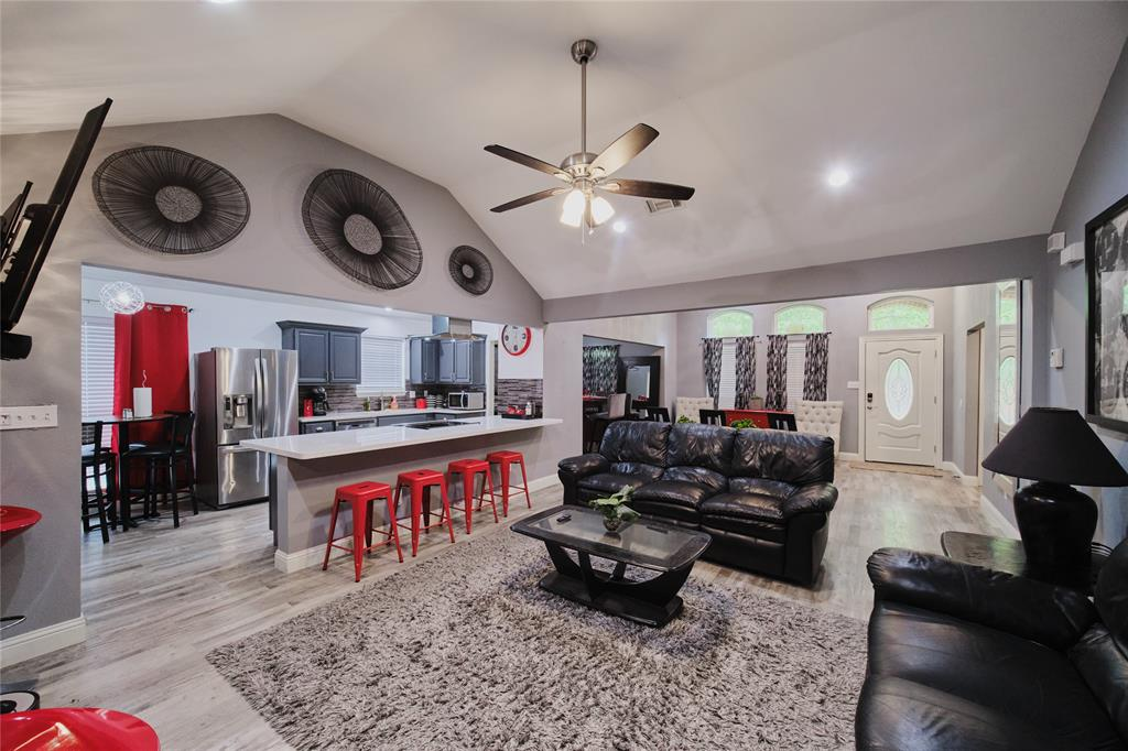 814 Springfield  Drive, Cedar Hill, Texas 75104 - Acquisto Real Estate best plano realtor mike Shepherd home owners association expert