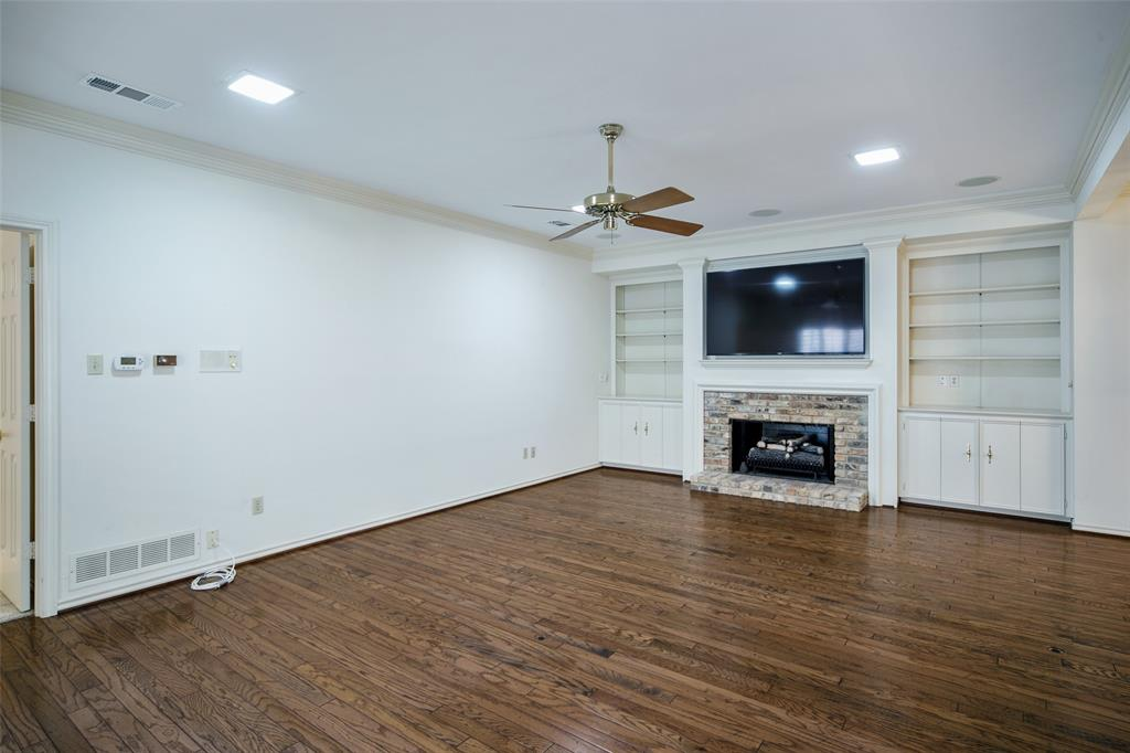 40 Crown  Place, Richardson, Texas 75080 - acquisto real estate best real estate company to work for