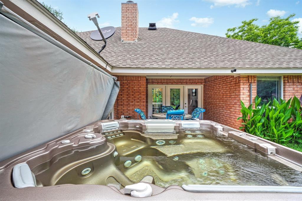 201 Chaparral  Drive, Granbury, Texas 76049 - acquisto real estate best plano real estate agent mike shepherd