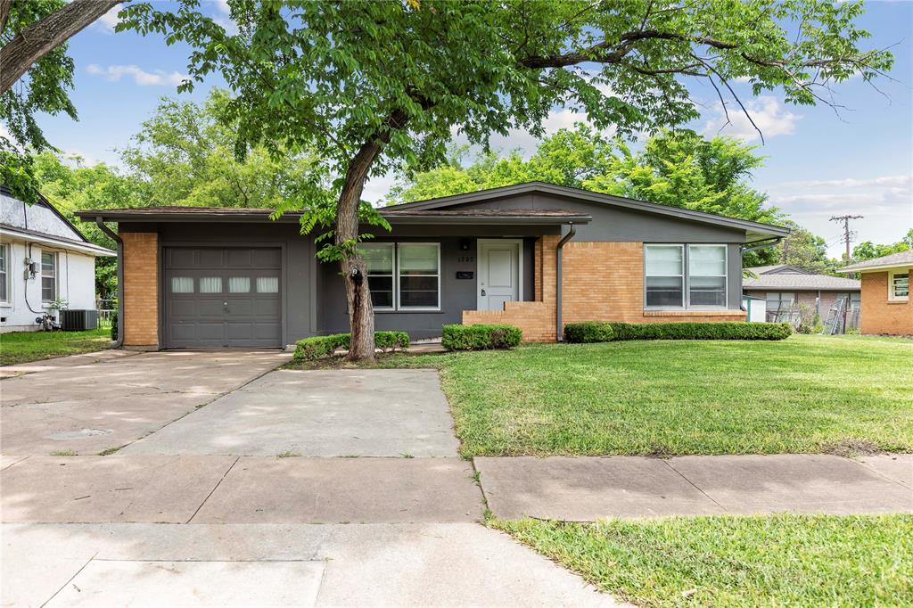 1703 College  Street, Sherman, Texas 75092 - Acquisto Real Estate best plano realtor mike Shepherd home owners association expert