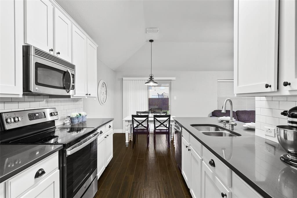 1432 Castlegar  Lane, Fort Worth, Texas 76247 - acquisto real estate best new home sales realtor linda miller executor real estate