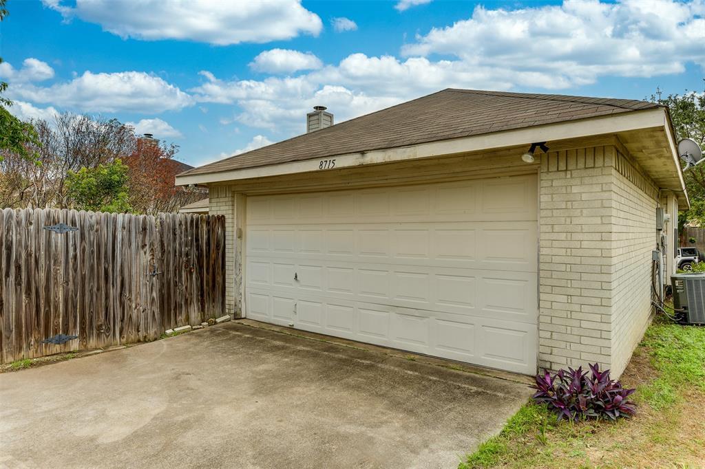 8715 Woodrigg  Drive, Dallas, Texas 75249 - acquisto real estate best frisco real estate agent amy gasperini panther creek realtor